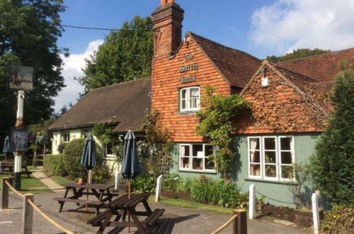 Luxury Log Cabin - Surrey Oaks pub