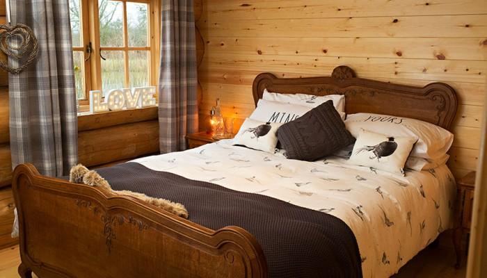 Luxury Log Cabin - Bedroom Interior side